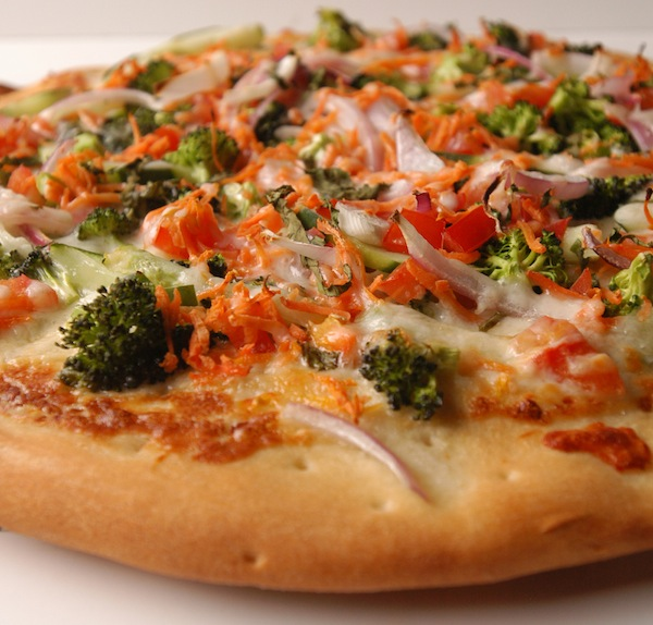summer garden pizza, broccoli