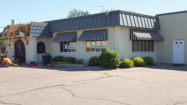 P's Pizza House in LeMars, Iowa, before its remodeled exterior