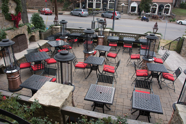 RED_patio_3986